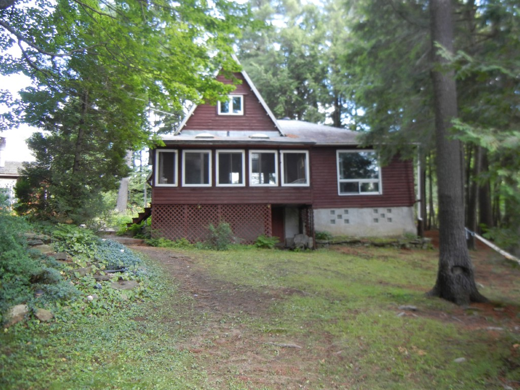 13 Pine Point Rd, North Kawartha Ontario, Canada